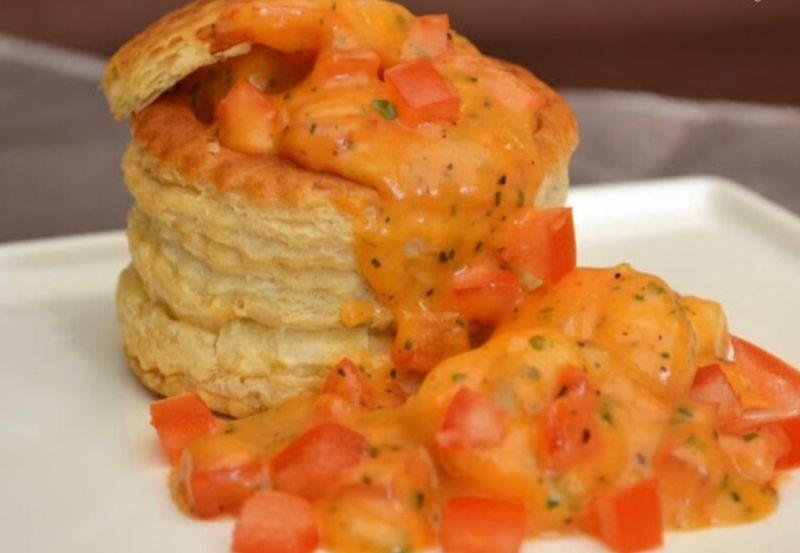 Bouchée Feuilletée aux crevettes, béchamel à la tomate et estragon