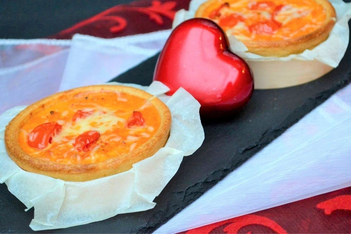 Quiche individuelle au thon, tomates et parmesan