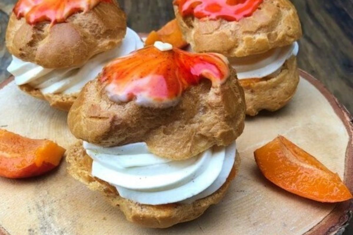 Choux pâtissier aux abricots, et à la chantilly au miel