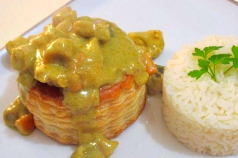Vol au vent artisanal au poulet, curry et lait de coco