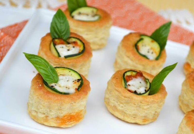 Mini bouchée cannelée à la courgette, pesto rosso et mozzarella