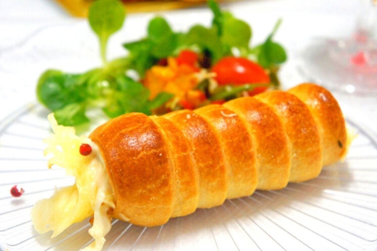 Rouleau feuilleté au fromage à raclette et poivrons